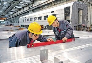 在一帶一路的版圖上,中國仍然有不少合適的合作對象,亦面對各方面的挑戰;中國打造的高鐵能夠走到多遠,可拭目以待。(新華社資料圖片)